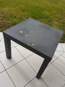 Table basse ikea abimée