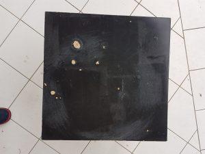 Table basse ikea abimée vue du dessus