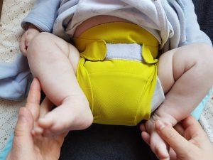 La couche Hamac est en place sur bébé